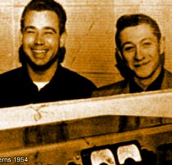 Sam Phillips (längst till höger) i Sun Studios med (från vänster till höger) Elvis Presley, Bill Black och Scotty Moore